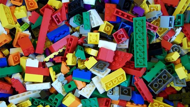 LEGO-workshop 11. februar kl. 11:00-13:30 WORKSHOP Så skal der bygges med LEGO! LEGO-workshop for de 5-13-årige fredag d. 11. februar kl. 11-13.30 i Lilletrommen.