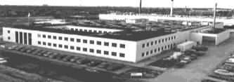 3 MILESTONES OF HAAS-MEINCKE 1953 The Meincke brothers establish the company and start the production of Pressmaster for the depositing of dough strings.