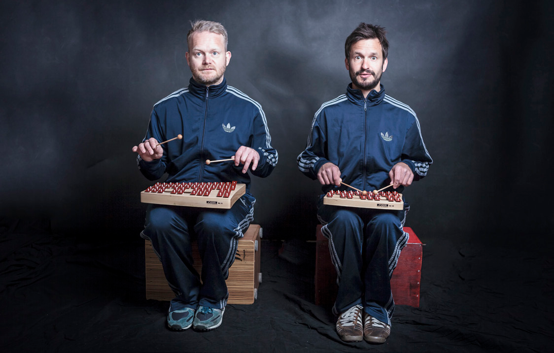 Funky Currywurst Brothers Holy Schnitzelburger Musik i Tide Målgruppe: Mellemtrin Genre: Stomp/percussion, improvisation Peter Stavrum Nielsen altmuligmusiker Johannes Bohun trommer/perc Funky